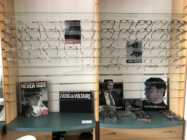 Environ 90 Paires de lunettes de vue homme de marques RENOMA, EDEN