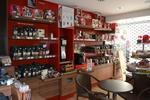 Agencement de magasin pour présentation de thés et cafés. Placards,