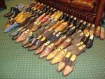Stock d'environ 100 paires de Chaussures et de 150 vêtements et accessoires