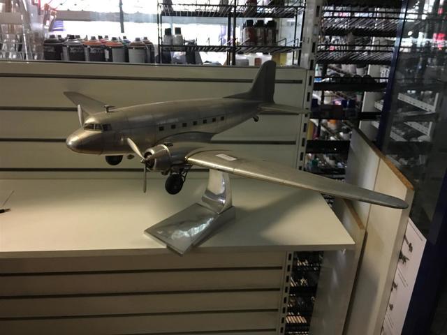 1 Avion DC3 DAKOTA AP 455 PAR AUTHENTIC MODELS VENDU AU FRAIS JUDICIAIRES