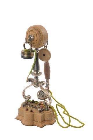 T.S.F. - INSTRUMENTS SCIENTIFIQUES dont collection de téléphones