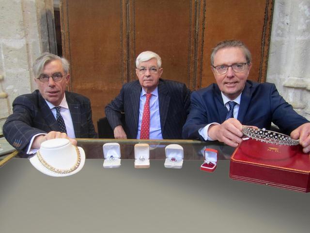 POUPEES DE COLLECTION DONT BLEUETTE ET SON TROUSSEAU Expert Bleuette