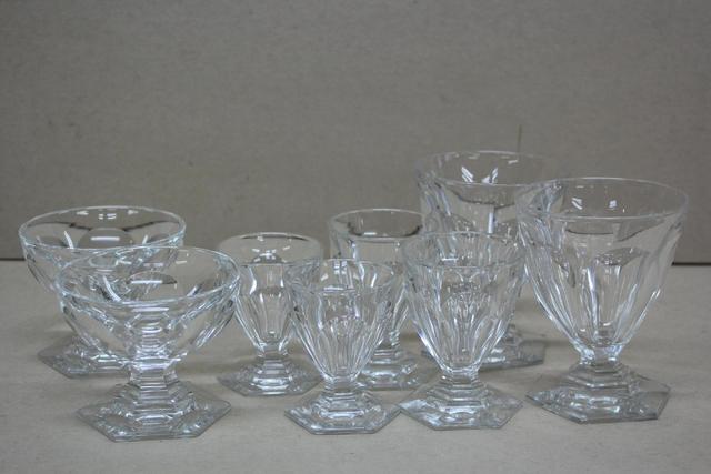 Baccarat, Modèle Bourbon. Service de verres demi-ovoïdes sur piédouches