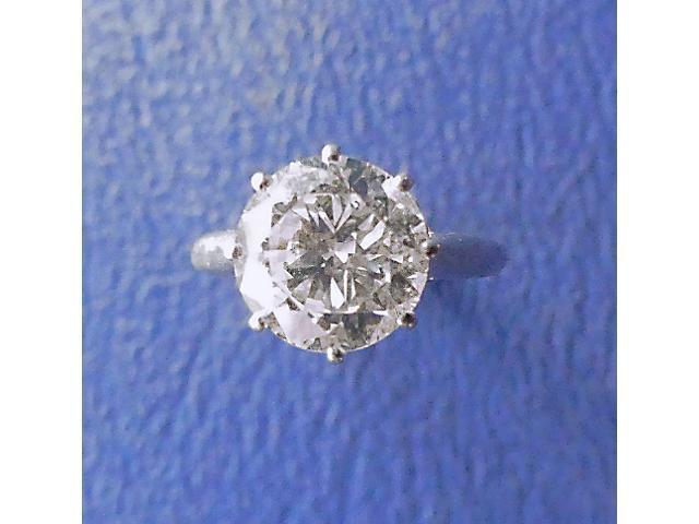 BAGUE en or gris et platine, ornée d'un diamant monté en solitaire.