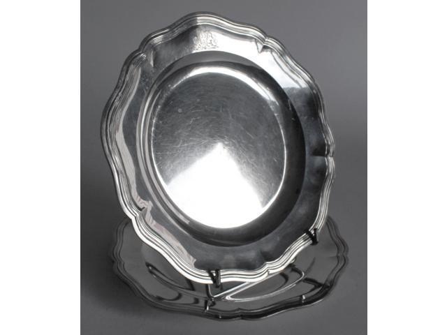 PAIRE DE PLATS en argent de forme ronde, bords à filets contours,