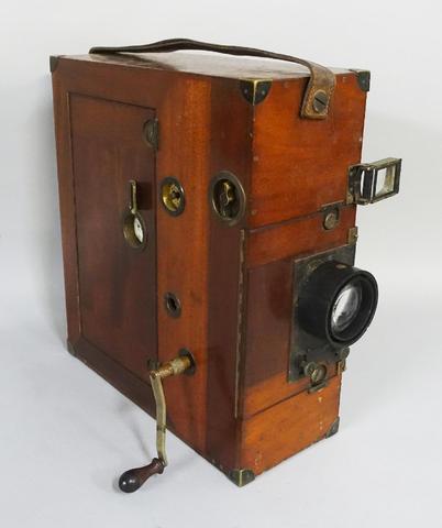Rare caméra professionnelle ECLAIR-GILLON grand modèle en acajou. Première