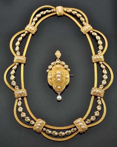 Parure en or jaune 750 millièmes amati à décor de frise de laurier,