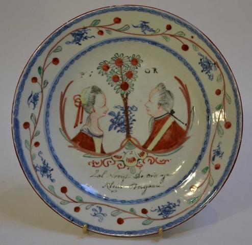 CHINE Compagnie des Indes Assiette en porcelaine à décor polychrome