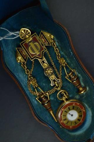 FROMENT MEURICE MONTRE DE POCHE et sa chatelaine en or jaune et argent,