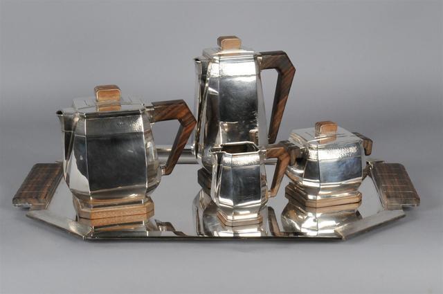 Service à thé et café en argent modèle Art Déco à pans sur piédouche