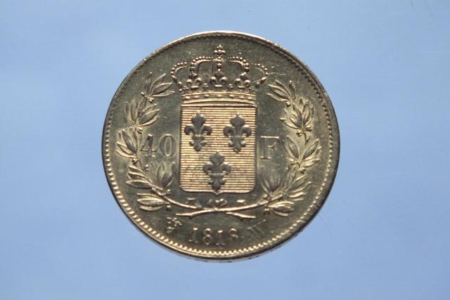 LOUIS XVIII. 40 F or 1818 W (Lille) par Michaut. D = 26 mm P = 12,89