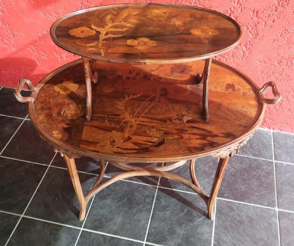 Emile GALLE (1846-1904). Table à thé à deux plateaux superposés