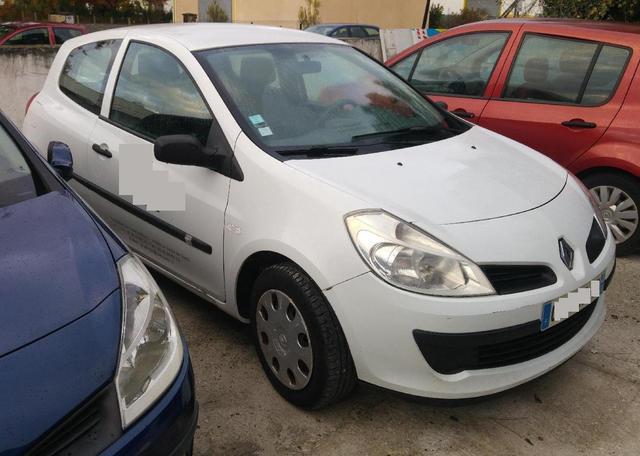 Renault Clio 3 - Date de première immatriculation 06.11.2008 - 260000