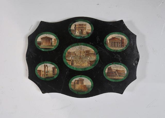 Plaque en micro-mosaïque aux décors dans des médaillons des monuments
