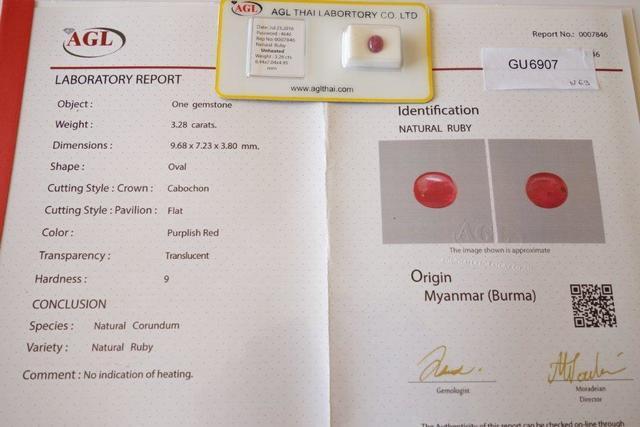 GU6907 - Birmanie. Rubis cabochon naturel de  3,28cts rouge pourpre,