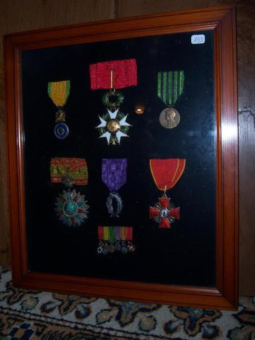 Cadre renfermant 6 Décorations et leurs Réductions : Commandeur