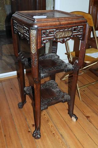 VIARDOT table console quadripode en bois sculpté et ajouré, décro