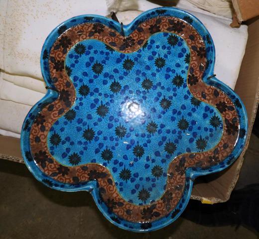 assiette en faience de Vieillard BORDEAUX polychrome