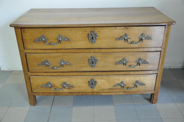 Commode en bois à 3 tiroirs - Travail du XVIIIème siècle - Haut.81