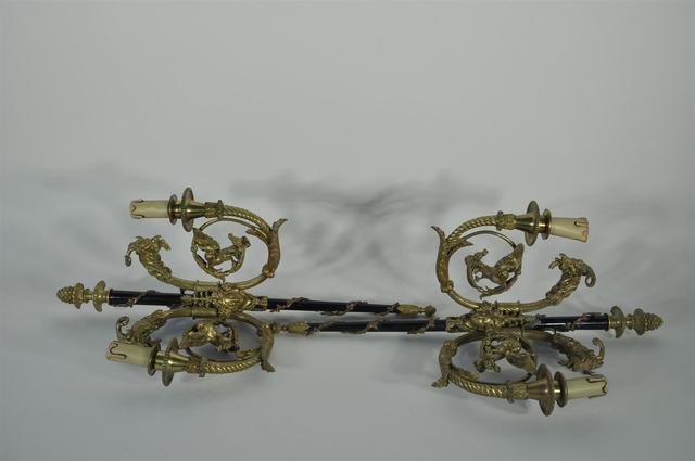 Paire d'appliques en bronze doré et métal à deux lumières à décor