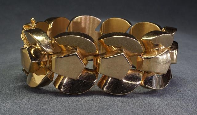Bracelet tank articulé circa 1945 en or jaune 18 k. Poids : 92,2