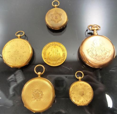 D'un ensemble de montres en or