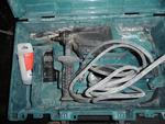 Perforateur MAKITA, type HR2610T, année 2014, en coffret avec accessoires