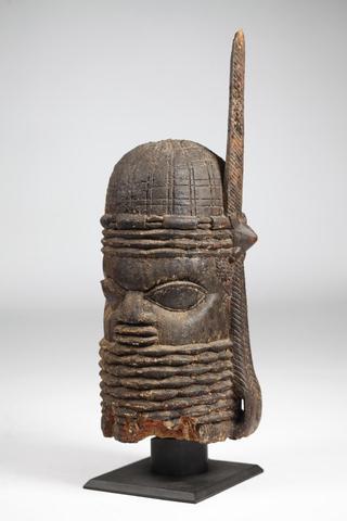 EDO/BINI (Nigeria) - Exceptionnelle pièce d'autel en bois représentant