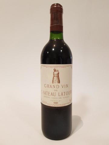 Une bouteille Château Latour 1983 1er Grand Cru Classé Pauillac.