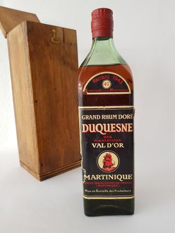 """Une bouteille Rhum 1943 """"Grand Rhum Doré"""" DUQUESNE. 45°. Niveau"""