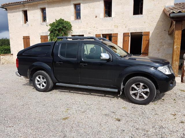 Camionnette NISSAN Navara pickup, double cabine, immatriculée CN-825-SJ,