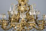 Important lustre en bronze doré à 30 lumières sur des branches