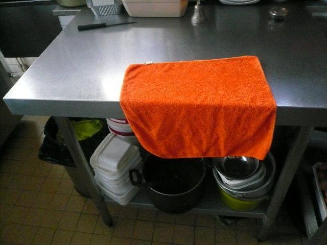 1 petite table de travail plateau en inox, en 1 m chez Maître Marc ...