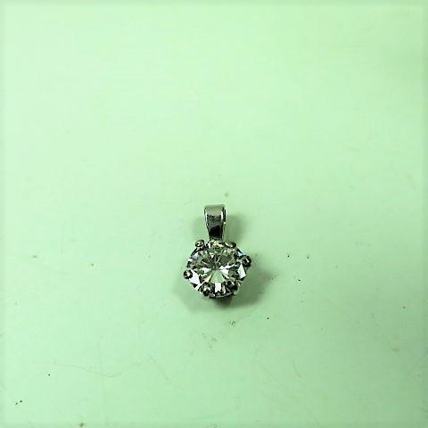 pendentif or gris orné d'un diamant taille brillant de 1,10 carat