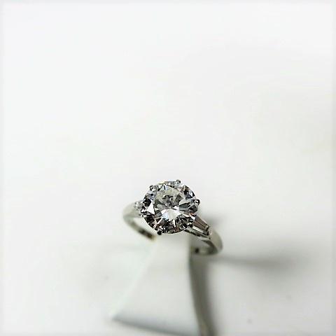 bague or gris doigt 49,5, ornée d'un diamant solitaire taille brillant