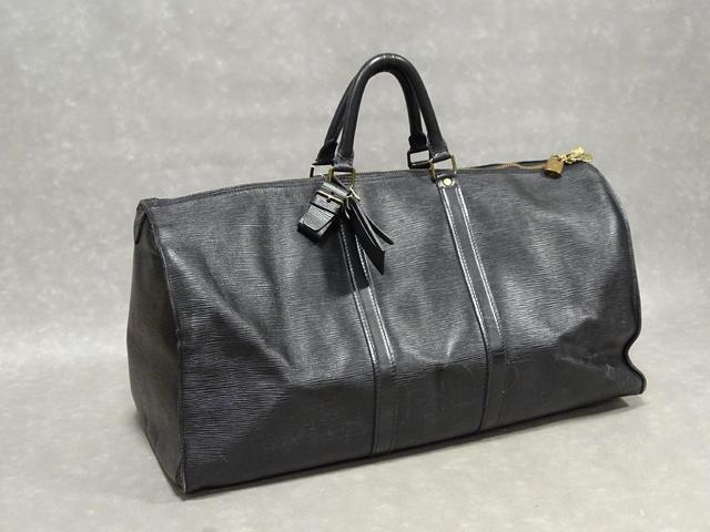 LOUIS VUITTON: sac de voyage Keepall en  cuir noir Epi, fermeture