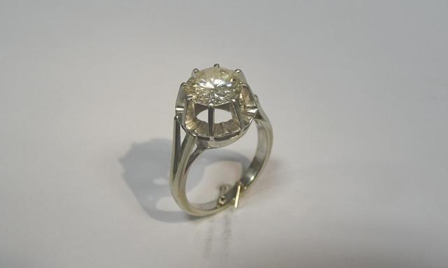 Bague en or et platine sertie d'un diamant rond brillanté d'un poids