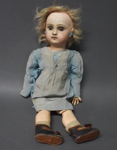 Poupée bébé JUMEAU. Bouche fermée, tête porcelaine, yeux marron