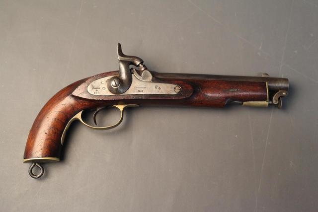 Pistolet à percussion  modèle  1856. Cal .63 à canon lisse. Platine
