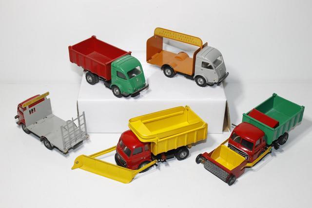 C.I.J. 1958-1960 - Suite de 5 camions Renault Galion 2,5 tonnes et