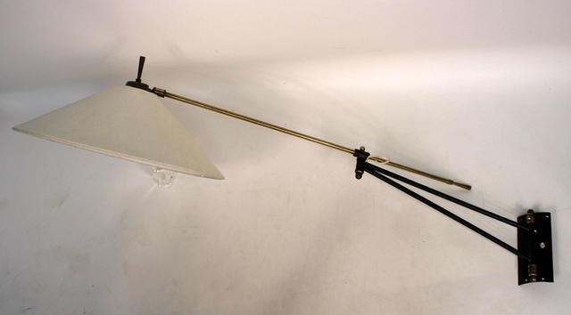 Pierre Guariche (1926-1995)  applique orientable sur potence en métal