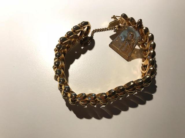 Bracelet or.  Avec médaille métal. 61.5G.