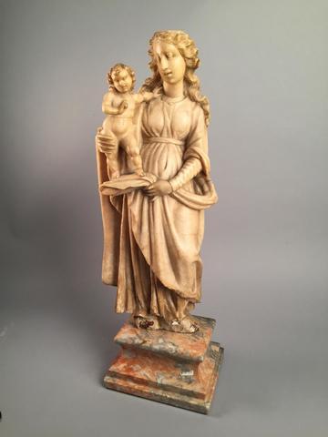 VIERGE A L'ENFANT. Albatre sculpté. Corps de l'enfant recollé. Manques.
