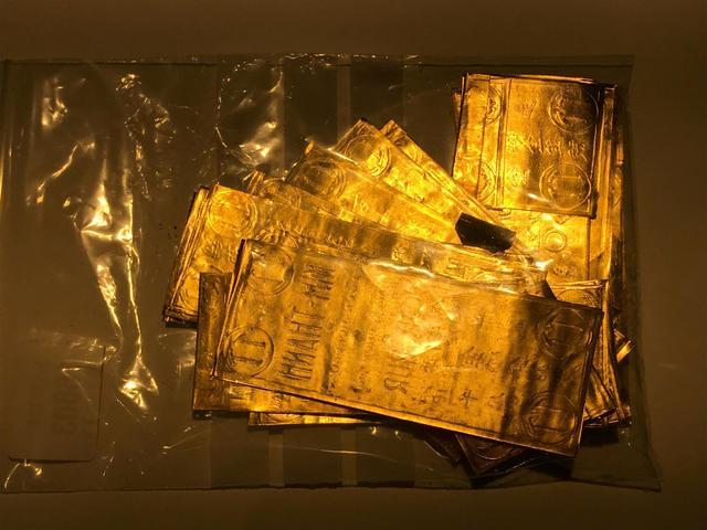 Lot de 374G d'or pur sous de plaquettes.