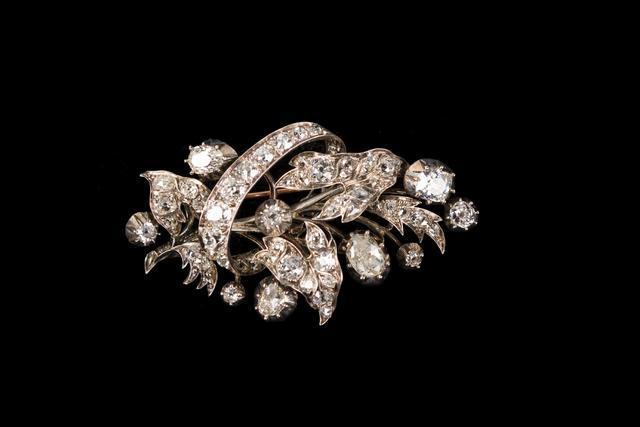 broche en argent partiellement vermeillé, sertie de diamants taille