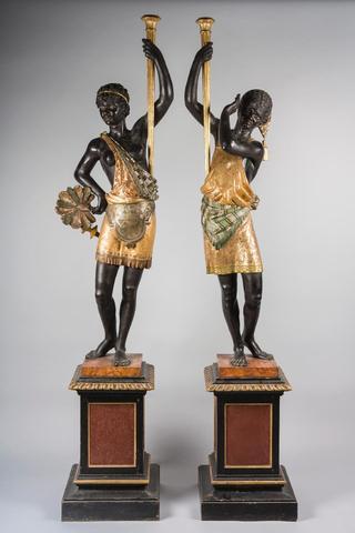 Belle paire de porte torchères en bois sculpté polychrome et doré,
