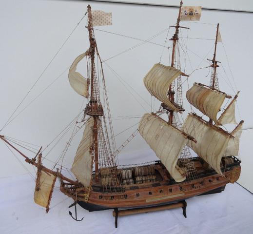 Maquette du vaisseau 3 mâts du Marquis de Sillery envoyant du vin