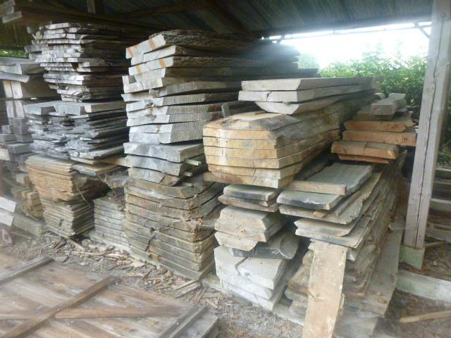 Stock de plots de bois : Châtaignier : 0,46 m3 environ ; Chêne :