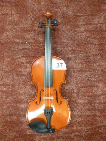 un violon de marque GEWA séries ALLEGRO taille 1/2 (51,5cm long environ)