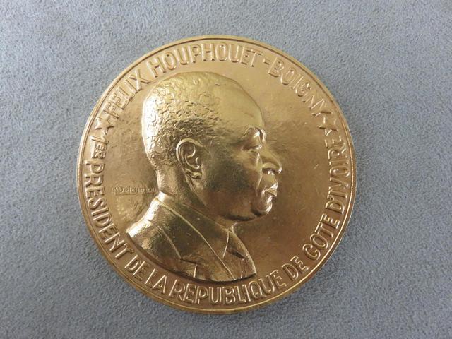 Médaille de table en or d'après MAURICE DELANNOY (1885-1972), figurant